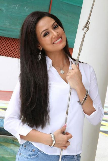 Sana khana actress hot stills