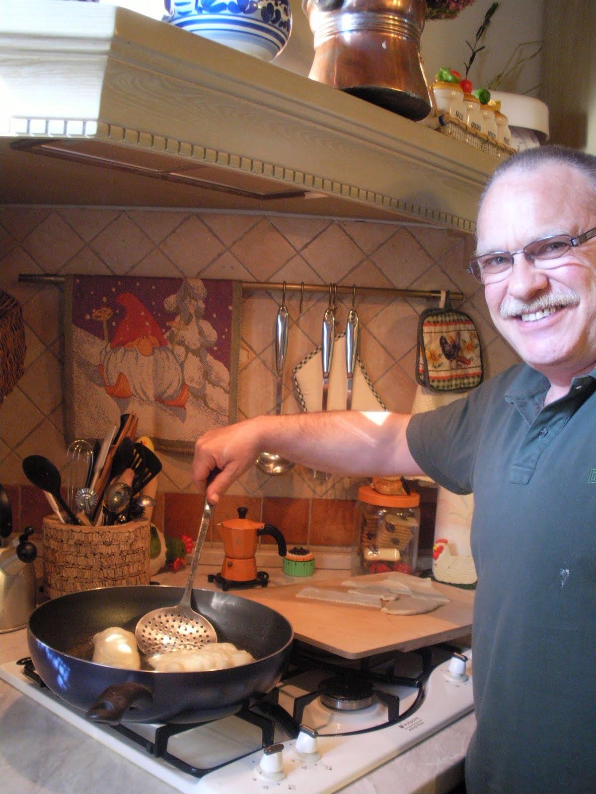 In cucina con l 39 ostessa gnocco fritto fatto da lui per - Gnocco in cucina ...
