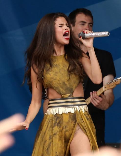 Foto Hot Bugil - Selena Gomes Tak Pakai Celana Dalam