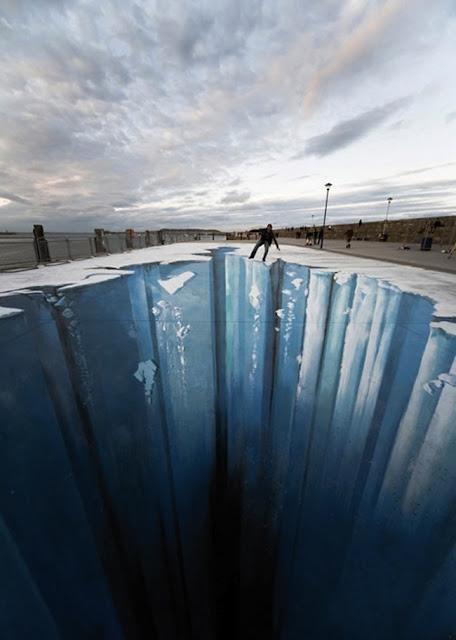 Enorme agujero en el piso de hielo. Arte callejero, street art