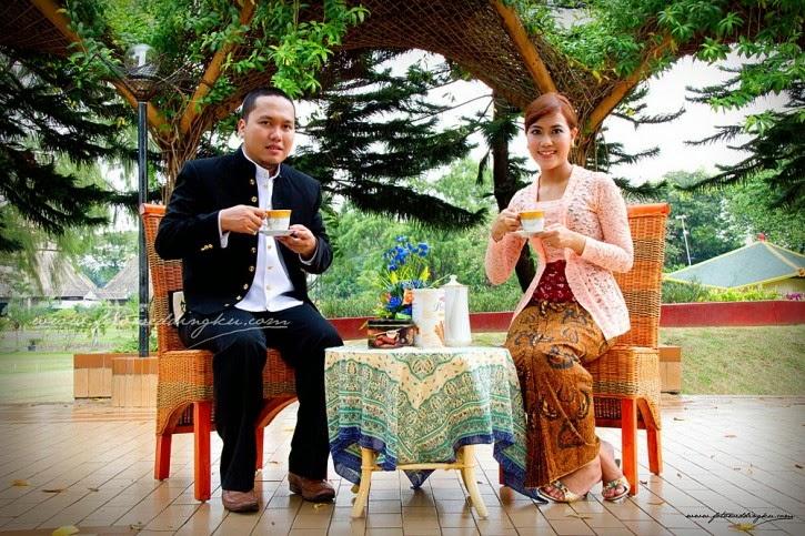 Pre Wedding Klasik dengan kebaya Jawa 01 725x483 kumpulan foto model baju kebaya jadul trend baju kebaya 2017,Model Baju Wanita Jadul