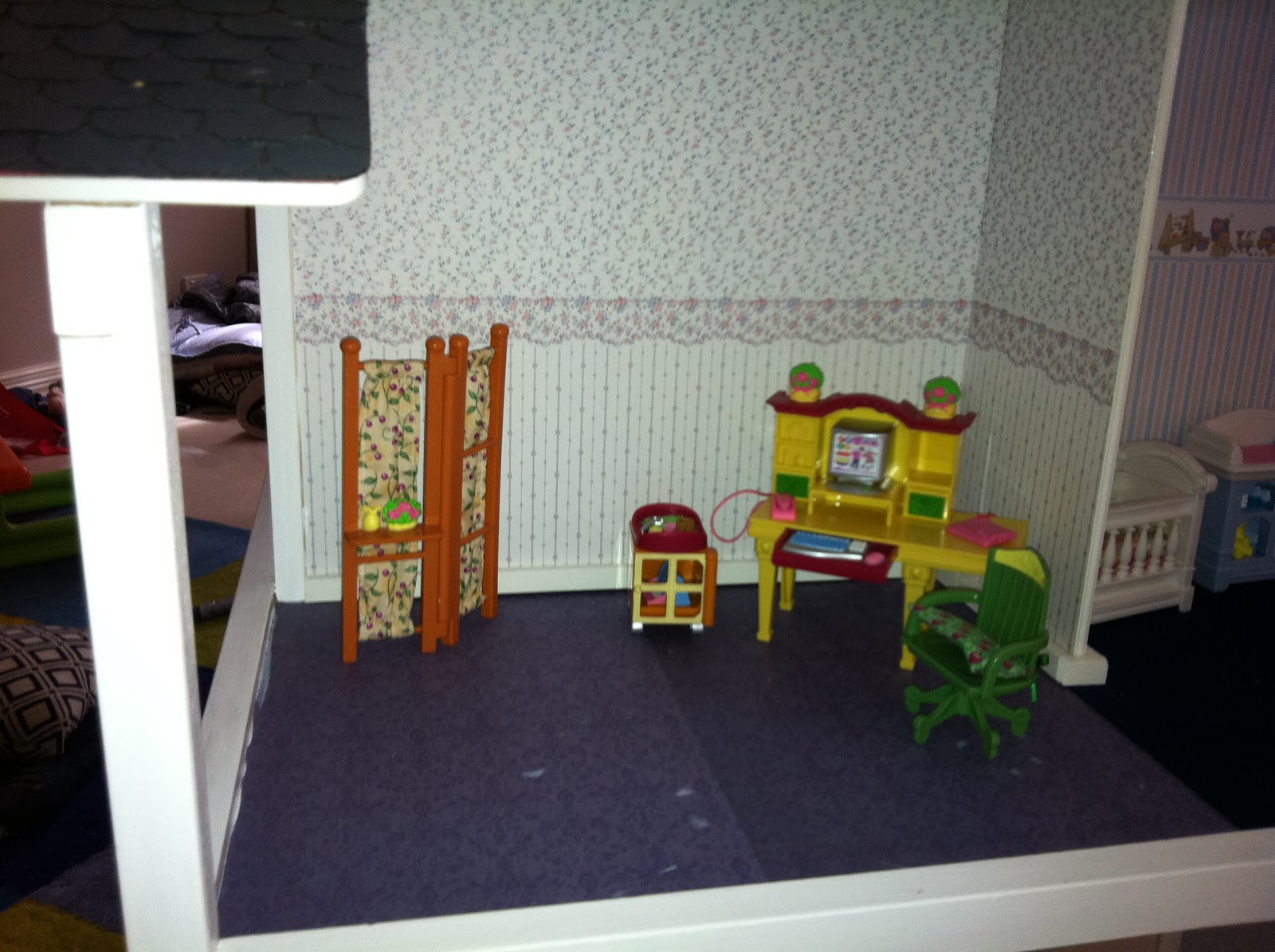 Scrapbook paper dollhouse wallpaper - If You Ever Need Kid S Dollhouse Furniture Then Check Out Ebay Gently Used Pieces Are Going For A Song And With A Good Wipe With Disinfectant