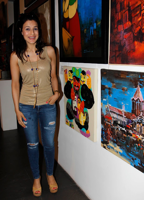Ameesha Patel Looks Super Sexy In a Ripped Jeans and Figure hugging Golden Top At Colors of Life-Crafted Change Art Exhibition Inauguration
