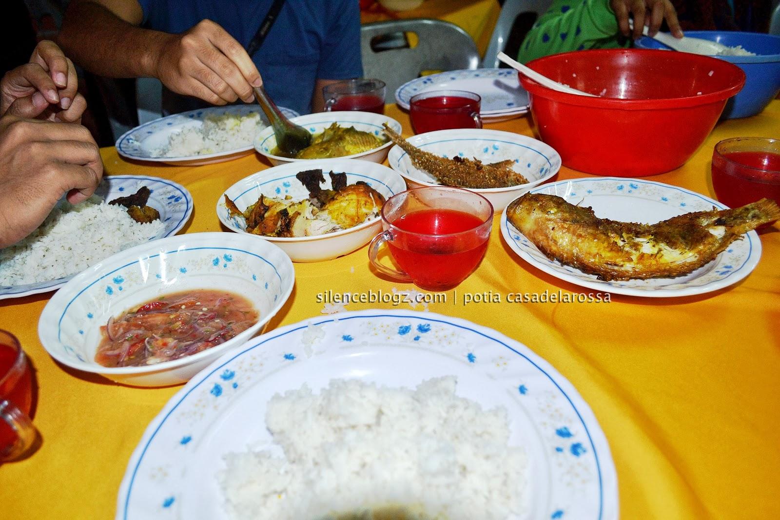 Makan malam beramai-ramai di Kg.Beng