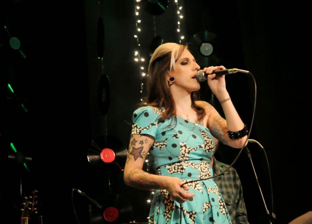 A vocalista Rachel Claussen emocionou a plateia