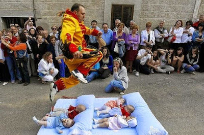 5 Ritual Bayi Paling Mengerikan di Dunia