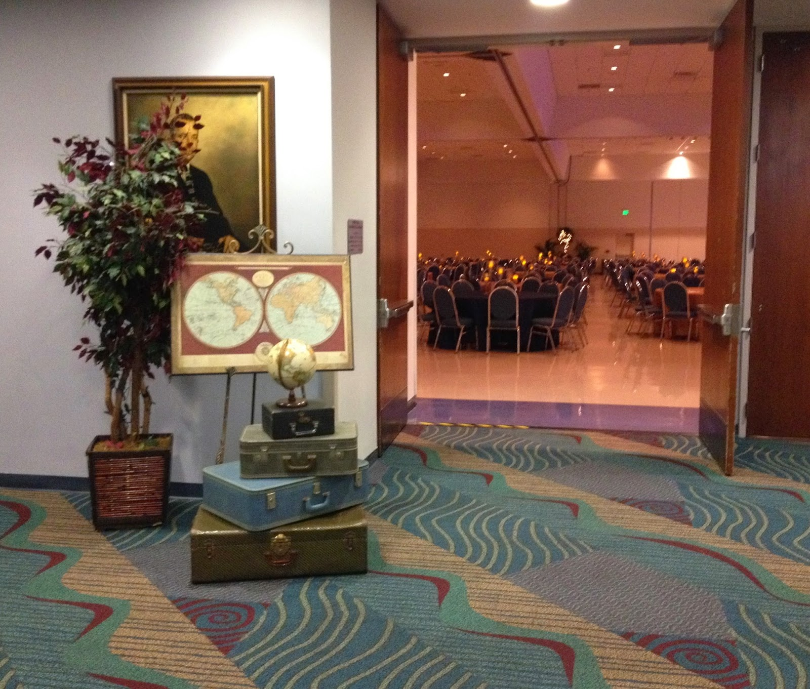 Party people event decorating company lakeland regional for Annual dinner decoration