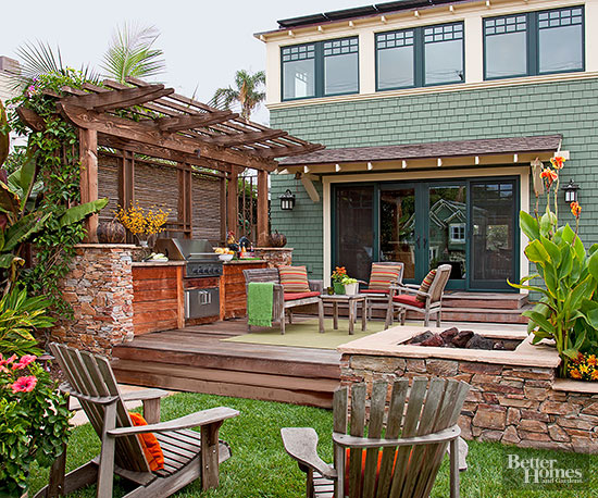 Inside the brick house great ideas for better outdoor for Backyard patio privacy ideas