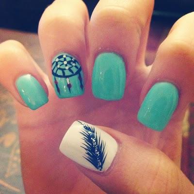Decorado de uñas atrapa sueños muy elegante y para las chicas que les encanta los atrapas sueños este es un hermoso diseño de uñas.