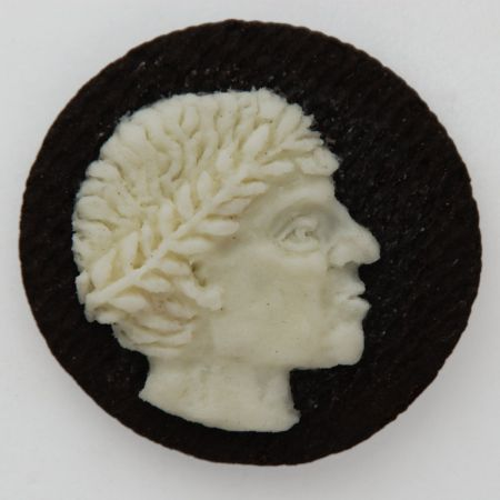 Judith G Klausner retratos bustos esculpidos em biscoitos como caras em moedas
