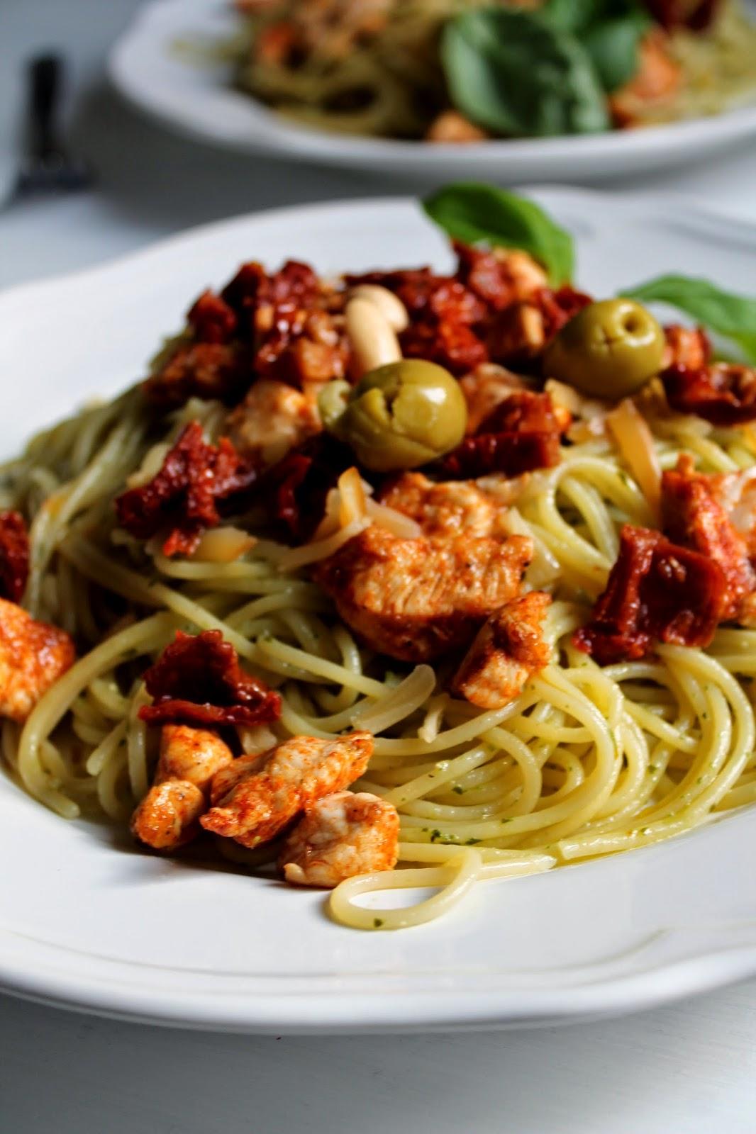 Delicious Mess Makaron Z Pesto Grillowanym Kurczakiem I