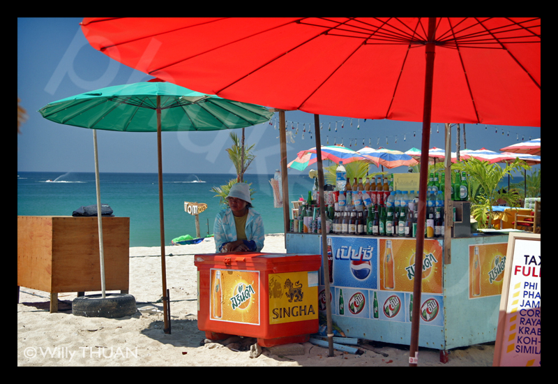 - bang-tao-beach-vendors