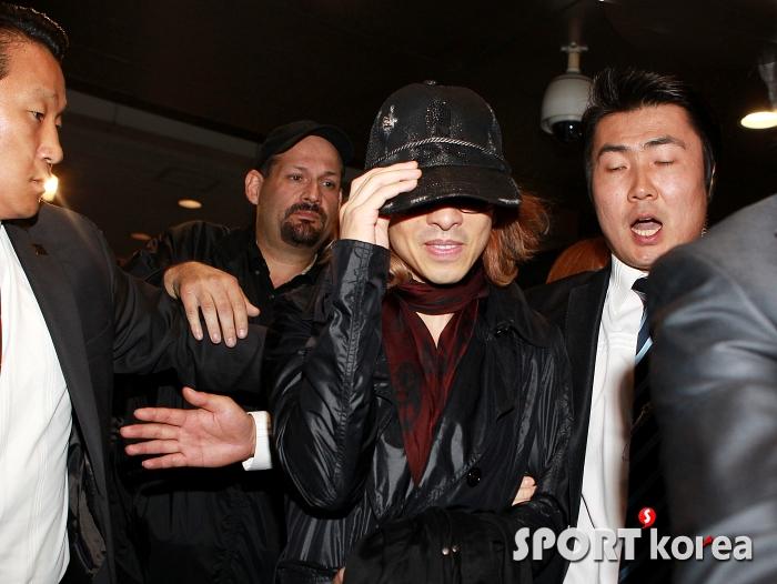 [Yoshiki] Yoshiki esta en Corea 2011102519540015582_195810_0