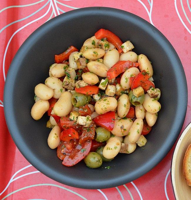 ann und f r sich mmmhontags rezept bohnensalat mit r uchertofu paprika und gr nen oliven. Black Bedroom Furniture Sets. Home Design Ideas