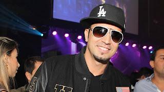 Latino adora uma polêmica, e a fama de pegador o acompanha há muito tempo. O cantor já lançou um CD somente com músicas sobre suas experiências sexuais e afirma ter dormido com mais de 5.000 moças .