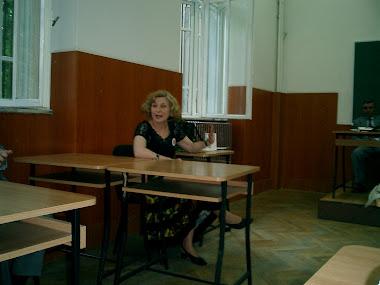 Diriginta noastra in cl. a IX-a, prof. lb.romana, dna Elena Stefanescu, Balcescu 1986