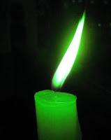 пламя на зеленой свече