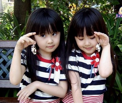 Gambar Anak Kecil Kembar Lucu