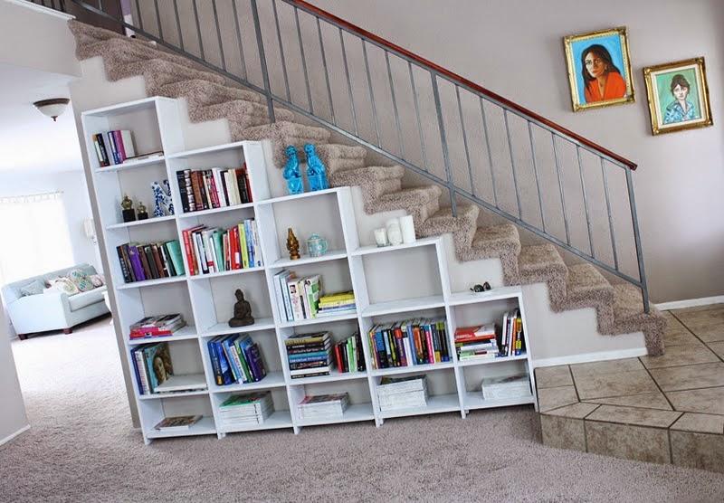 una opcin que es muy interesante tambin es utilizar el espacio debajo de la escalera con la colocacin de baldas de madera u otro material para almacenar