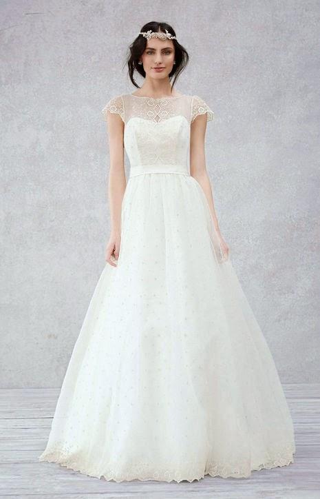 сватбена рокля с дантела и воали