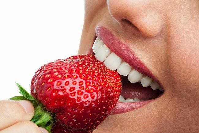 """<img src=""""dientes-blancos.jpg"""" alt=""""tener unos dientes blancos, sanos y fuertes es fundamental para una buena digestión"""">"""