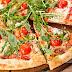 Συνταγή της ημέρας - Σπιτική πίτσα με ντοματίνια, ρόκα και κατσικίσιο τυρί