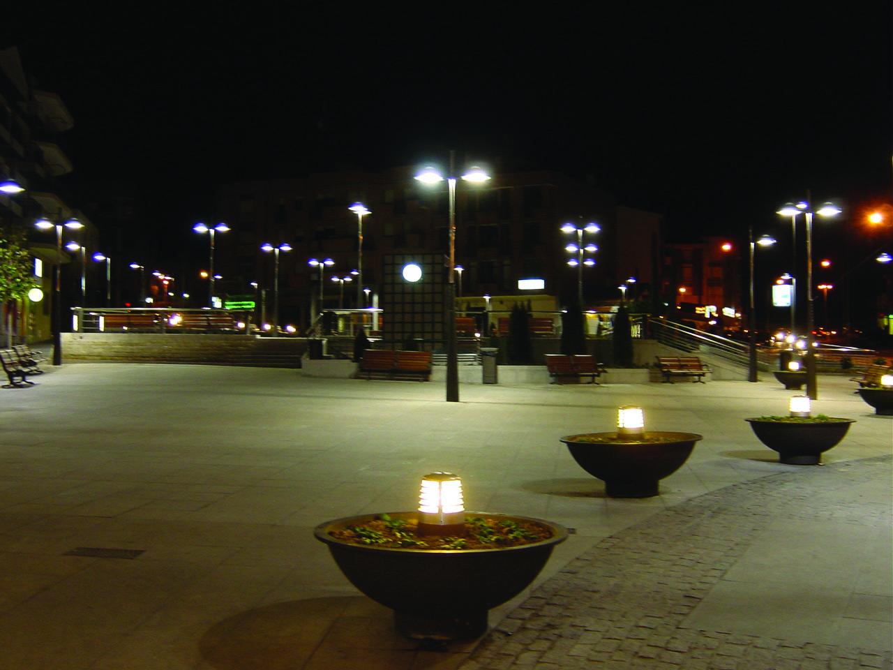 Base paisajismo proyecto de zona verde p blica for Iluminacion arboles jardin