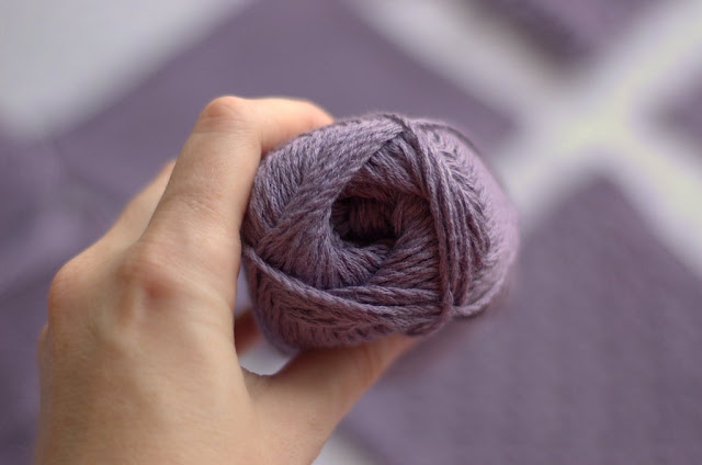 Ball of Arezzo lin yarn by Hjertegarn in detail