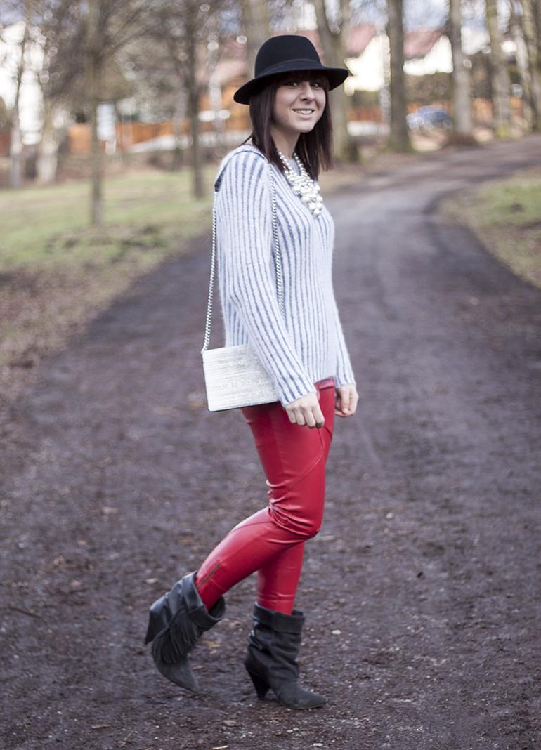 rote-lederhose-isabelmarantpourhm-boots-hmtrend-statementkette-perlen