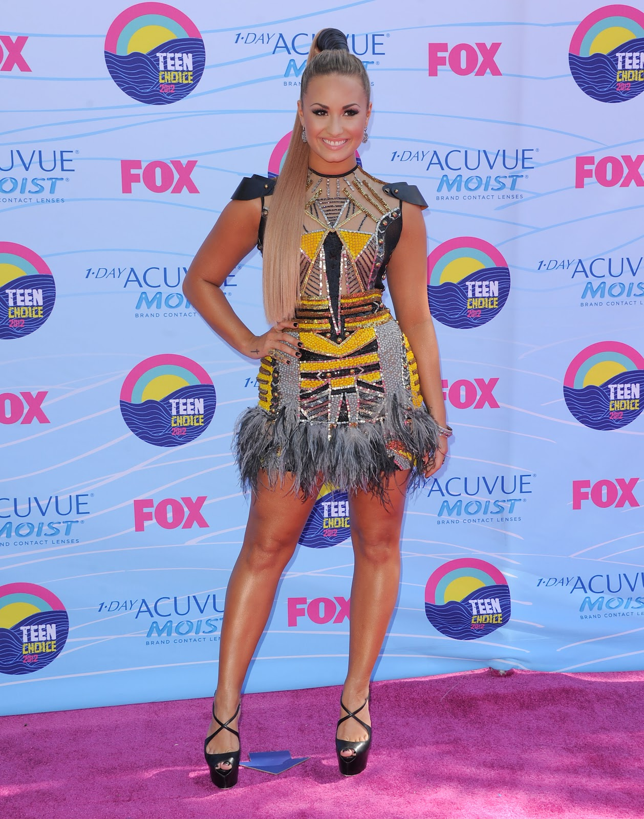 http://1.bp.blogspot.com/-2I6t6cCa3d8/UA0HiUKhFiI/AAAAAAAAPIk/Rt8syOcalXg/s1600/Demi+Lovato+See+Through+to+Sideboob+&+Leggy+at+the+Teen+Choice+Awards+in+LA+-+July+22,+2012+09.jpg