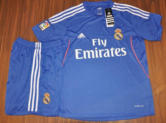 Jersey Terbaru Real Madrid 2013 - 2014 (Baju+Celana/Costum Sepakbola Musim Ini) http://www.hardika.com/