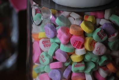 centro de mesa con corazones