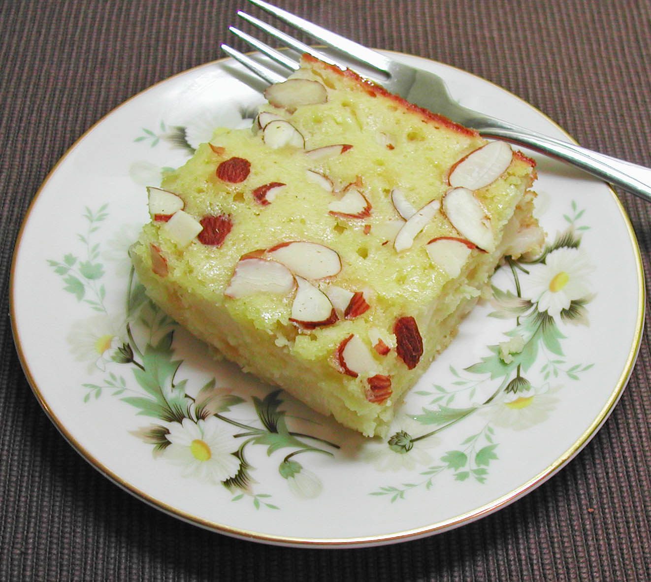 The Iowa Housewife: Old fashioned Almond Pear Cake