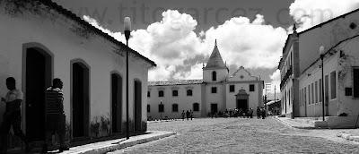 Construções do entorno da praça São Francisco, com destaque para a igreja e Santa Casa da Misericórdia (centro) e para o museu Histórico de Sergipe (direita) - São Cristóvão - Sergipe