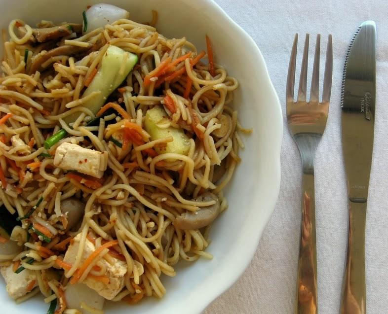 Noodles com Vegetais e Tofu (vegana)
