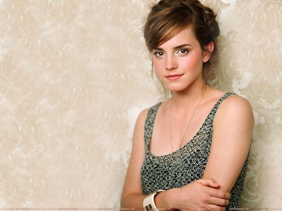 Emma Watson Glamorous Wallpaper