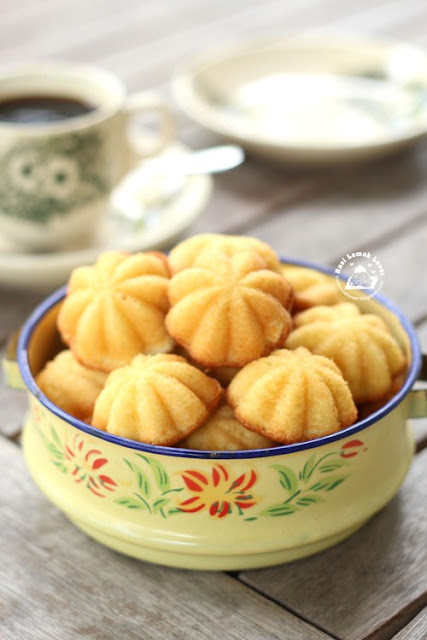 ... Lemak Lover: Old fashioned Ji Dan Gao (传统烘鸡蛋糕) Kuih Bahulu