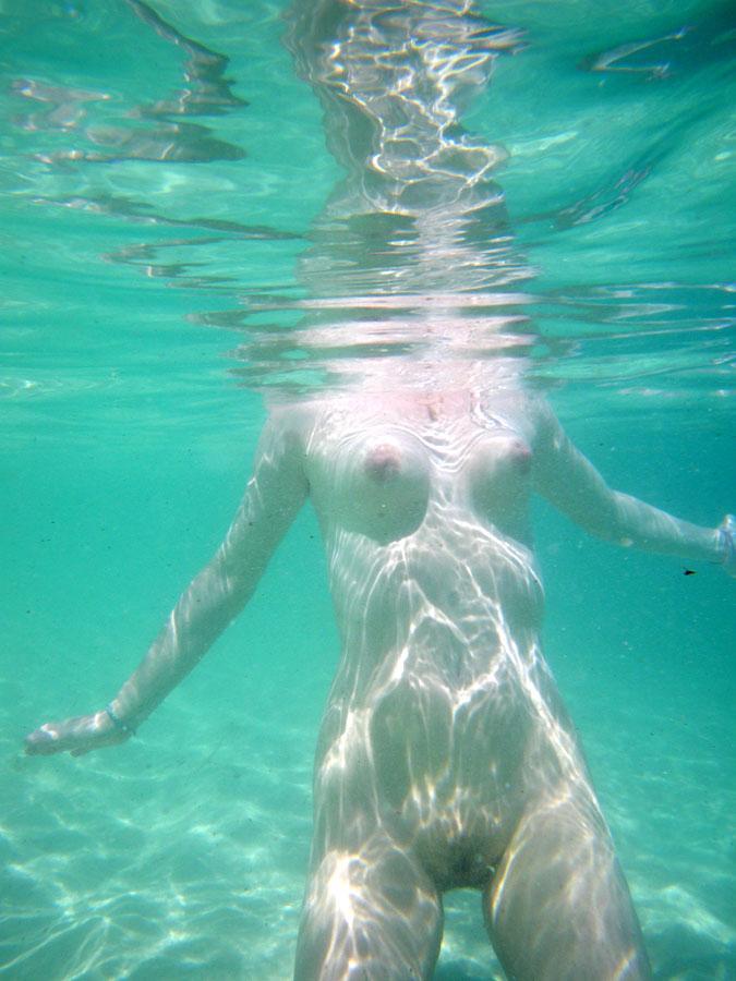 Girls Swimming Naked - Real Skinny Dipping Pics