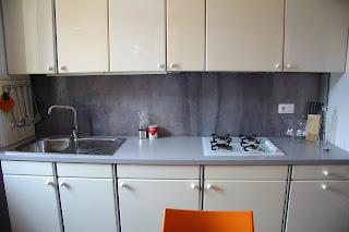 Parete cucina in resina resin kitchen wall tempo di - Rivestimento parete cucina resina ...