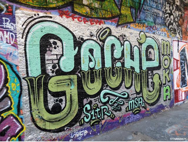 street art tag goche gare de saint-ouen à Paris