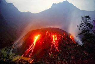 Keindahan dan Letusan Gunung Kelud Menjadi Perhatian Dunia