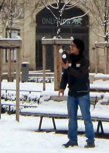 lyon+jongleur+boules+de+neige