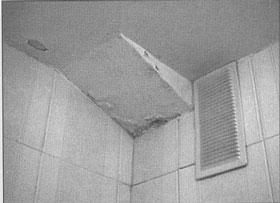 Efectos provocados por un fuga en un manguetón de un baño.