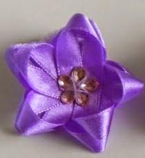 http://translate.googleusercontent.com/translate_c?depth=1&hl=es&prev=search&rurl=translate.google.es&sl=en&u=http://goodhomediy.com/diy-easy-satin-ribbon-flower-bow/&usg=ALkJrhhpc-lpGTub25jQIaUMqHVhHCf6Qw