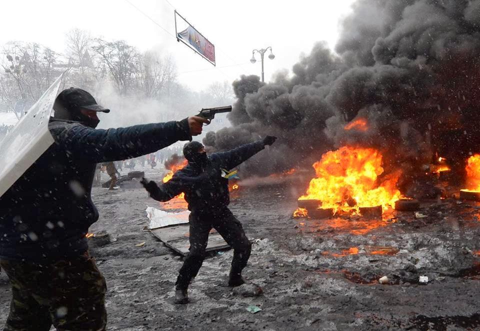 Affrontements en Ukraine : Ce qui est caché par les médias et les partis politiques pro-européens - Page 3 Nazi2