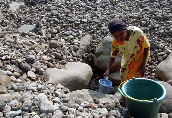 Warga Padang Kesulitan Air Bersih