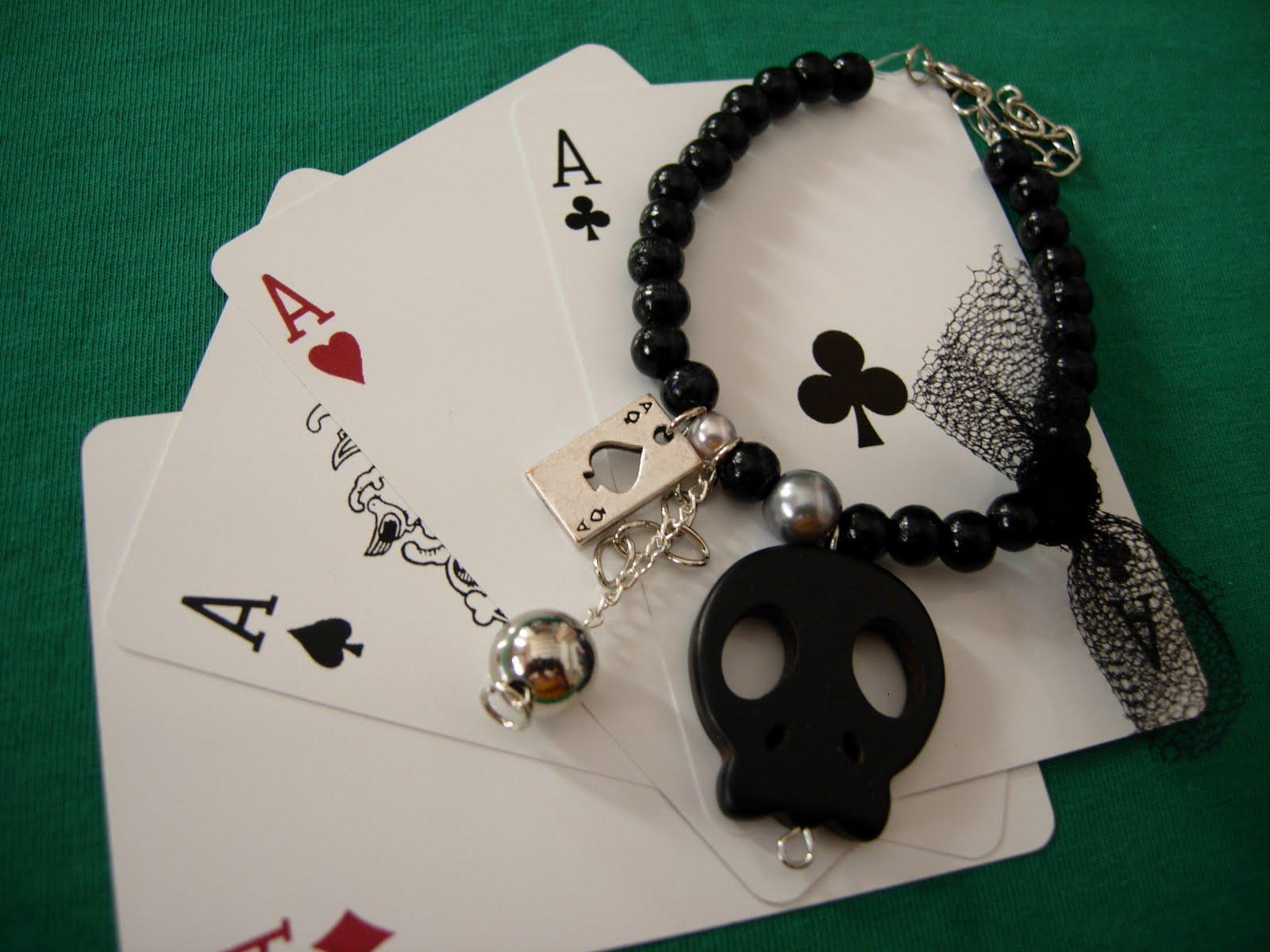 http://1.bp.blogspot.com/-2MbcZew2HYQ/TgmT1WgGF-I/AAAAAAAAAMA/T__hWFHEcrg/s1600/Ace+of+spades+bracelet.JPG