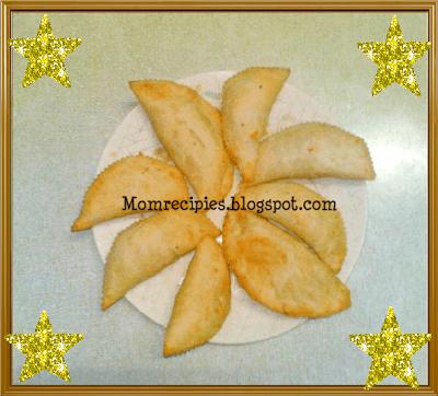 http://momrecipies.blogspot.in/2009/10/karanji-kajjikayalu-diwali-special.html