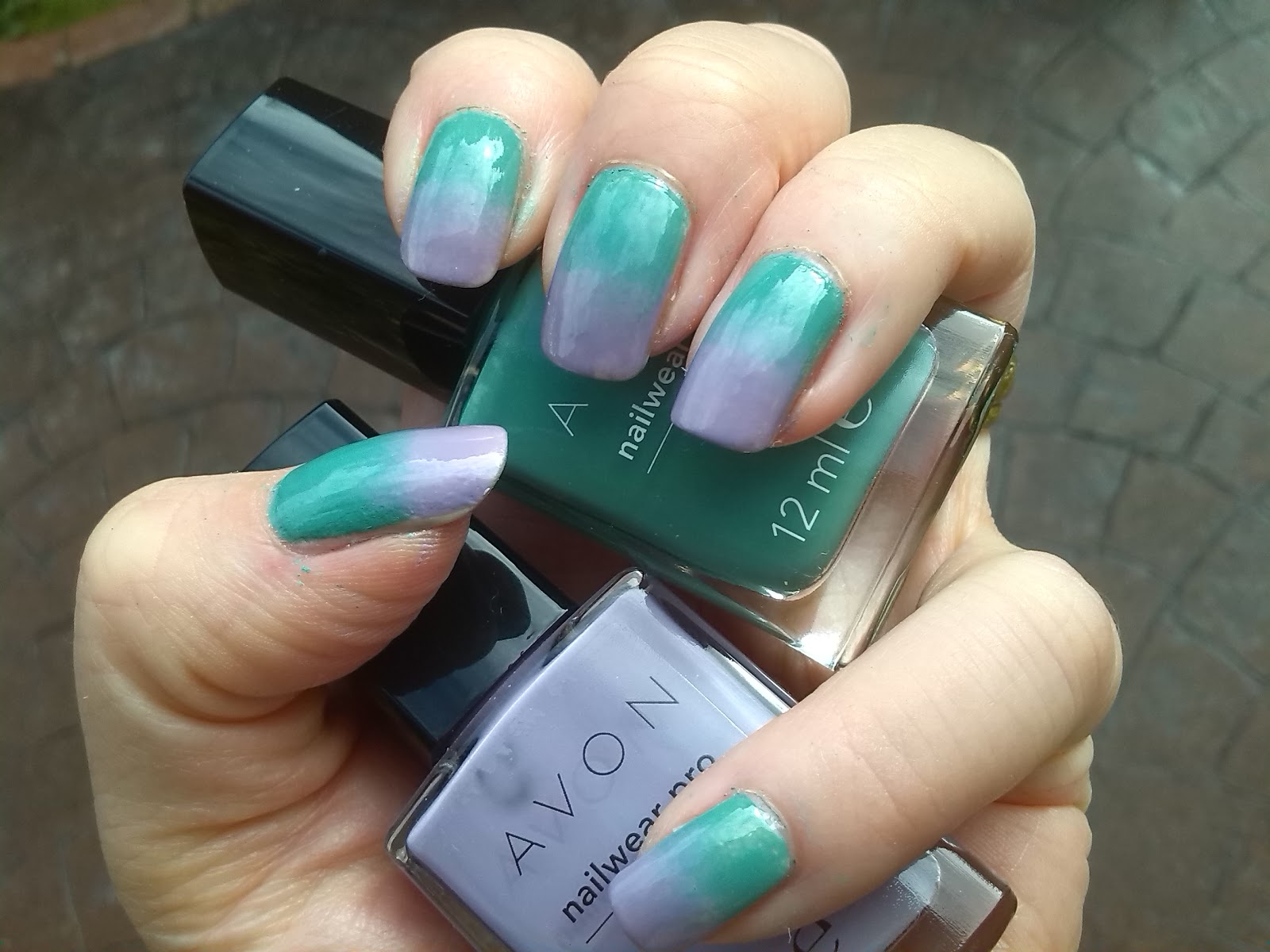 Gradient with Avon Peppermint and Avon Luxe Lavender
