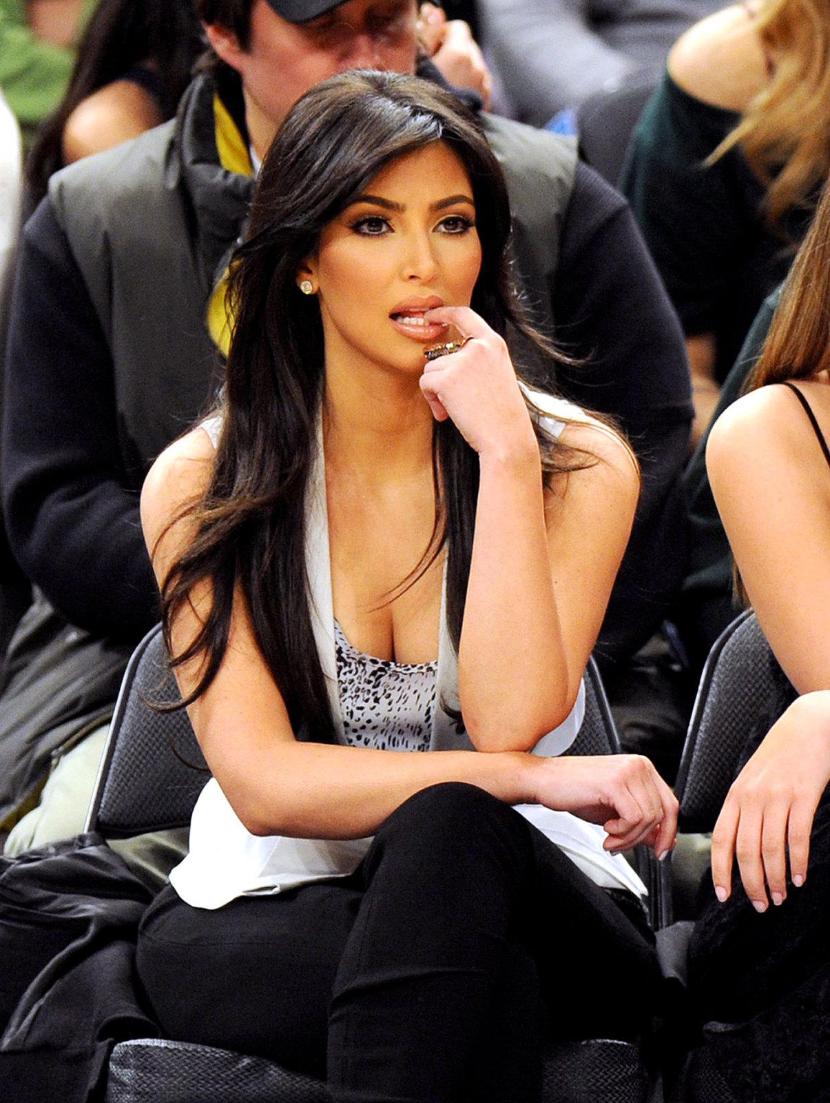 http://1.bp.blogspot.com/-2N58cZfhyq8/Td_t_SiHqzI/AAAAAAAAAOQ/0hF7kTTh6jk/s1600/kim+kardashian+%25289%2529.jpg